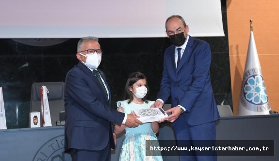 Büyükkılıç'tan Ebrar'a İstiklal Marşı Ödülü
