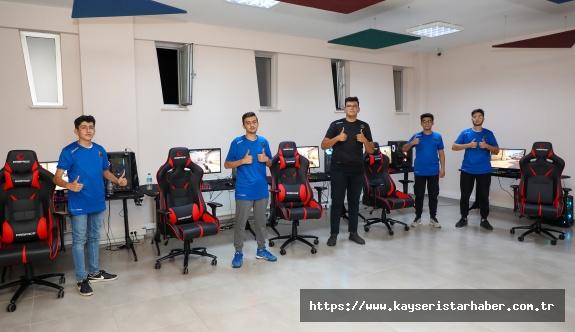 Kayseri'nin Tek Lisanslı  Talas Espor Kulübü İlk Maçına Çıktı
