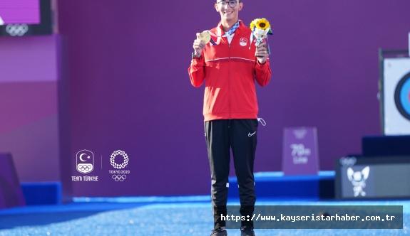 Olimpik Anneler projesinin sporcularından Mete Gazoz Altın Madalya kazandı