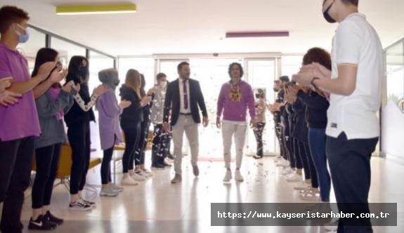 Barcelona'ya Transfer Olan Emre Demir'den Eğitim Gördüğü Okuldan Sürpriz Kutlama