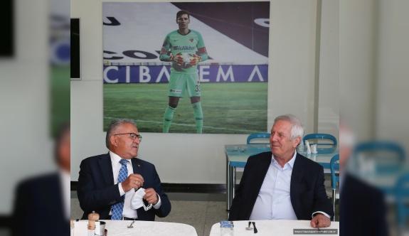 Başkan Büyükkılıç'tan Kayserispor'a Taziye Ziyareti