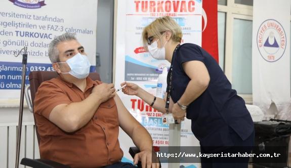 Turkovac, 2 Doz Sinovac Aşısı Olmuş Gönüllülere  3. Doz olarak Uygulanmaya Başlandı
