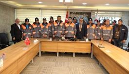 Melikgazi çalışanlarına kışlık kıyafet