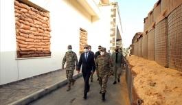 Bakan Akar, Libya'da Mehmetçikle bir araya geldi