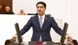 Özdemir, futbol sahalarını Meclise taşıdı