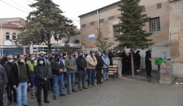 Başkan Büyükkılıç, elim bir kaza sonucu hayatını kaybeden KASKİ personelinin cenaze törenine katıldı.