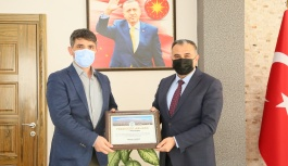 Cabbar Başkandan İl Tarım Ve Orman Müdürlüğü'ne Atanan Kürşat Kaliber'e Teşekkür Plaketi