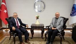 Başkan Büyükkılıç, 'değerli dostum' dediği duayen gazeteci merhum Veli Altınkaya için başsağlığı mesajı yayımladı.