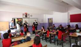 Başkan Yalçın'dan Öğrencilere Günlük Hediyesi